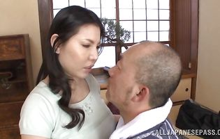 Voracious maid Sophia Takigawa gives a mean blowjob