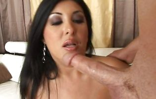 Sinful latin Jaylene Rio bangs sensually with her horny dude