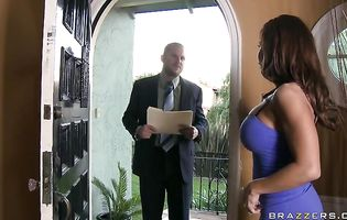 Insatiable latin brunette bimbo Devon Michaels gets a helping hand from her male