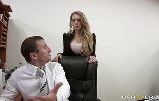 Amazing blonde Kagney Linn Karter loves when someone wants to fuck her